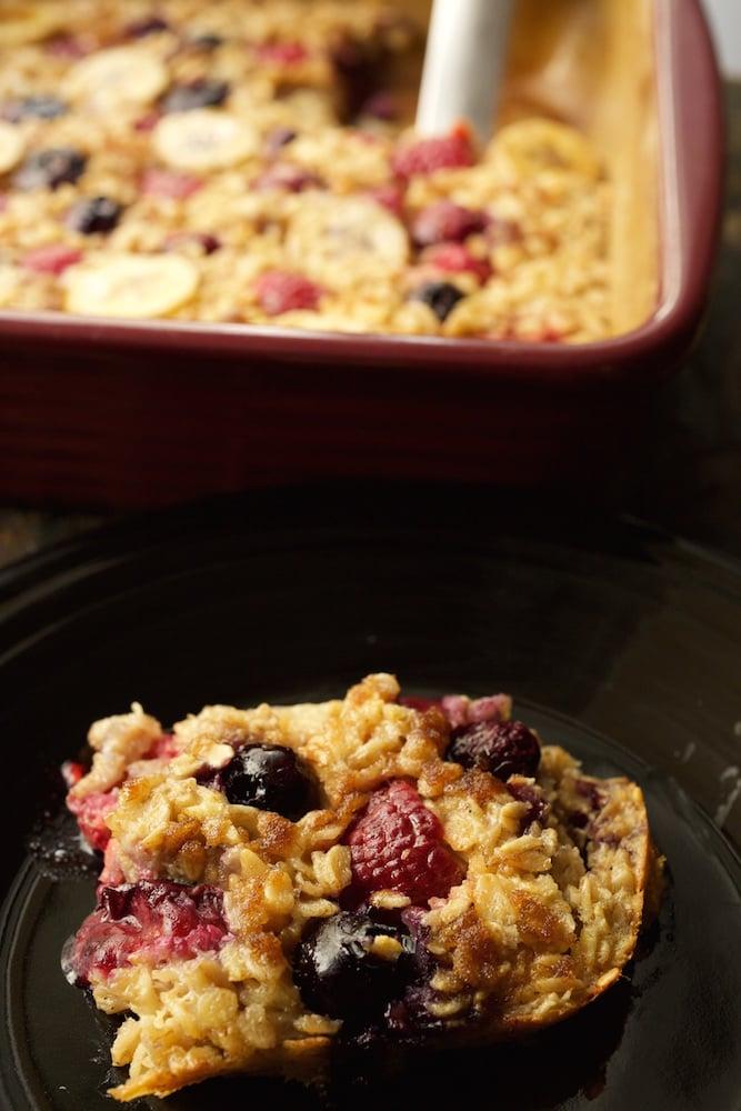 Banana Berry Baked Oatmeal Recipe