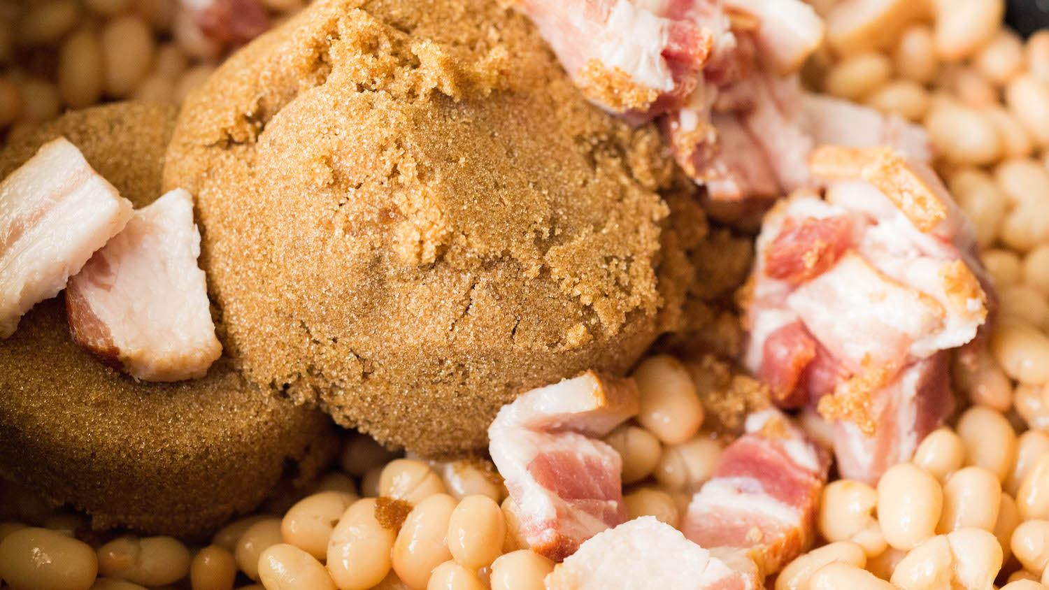 Homemade baked beans recipe served in mini bacon cups.
