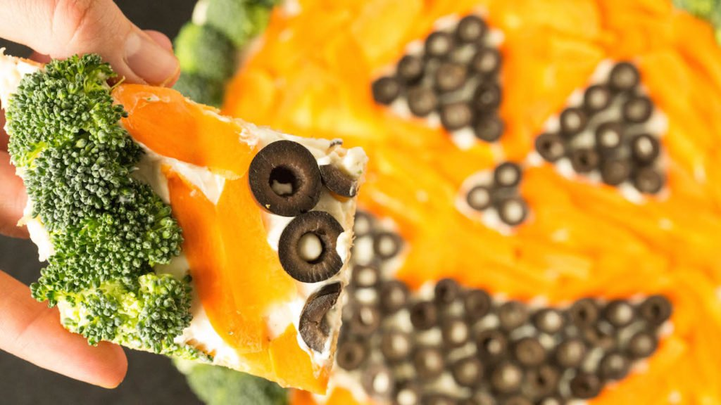 This Halloween Pumpkin Vegetable Pizza is a healthy, easy to make recipe.