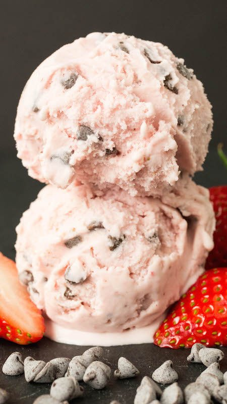 Creamy, homemade strawberry chocolate chip gelato - Valentine's Day Recipes