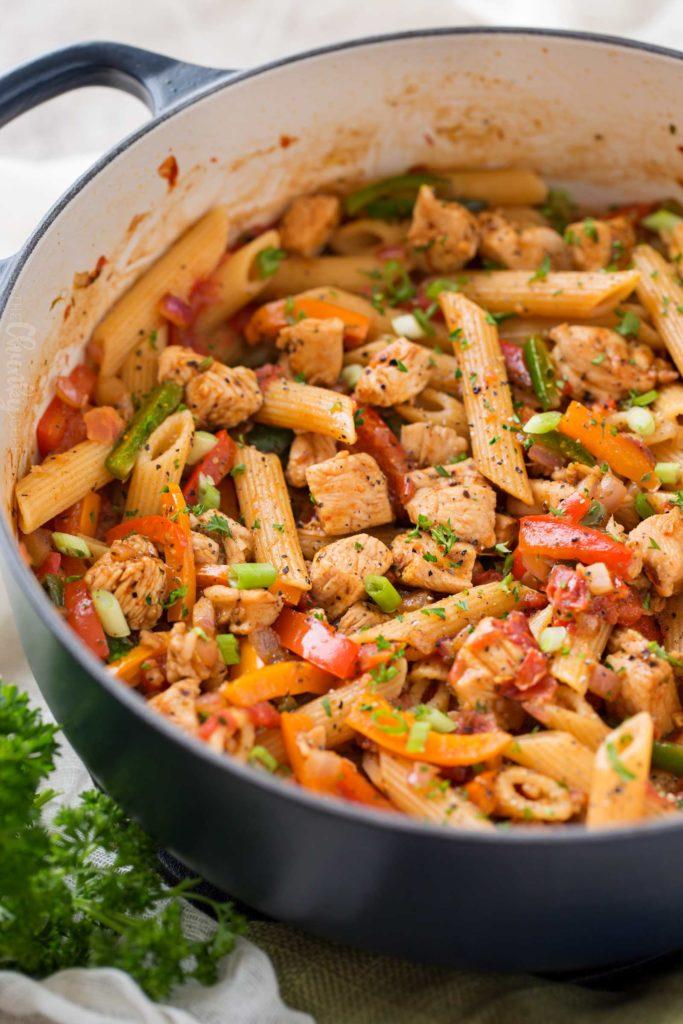 One Pot Chicken Fajita Pasta Recipe - Made in 30 minutes!