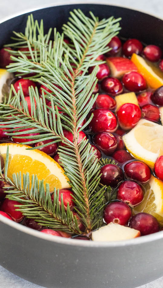How to make Christmas potpourri on the stovetop.